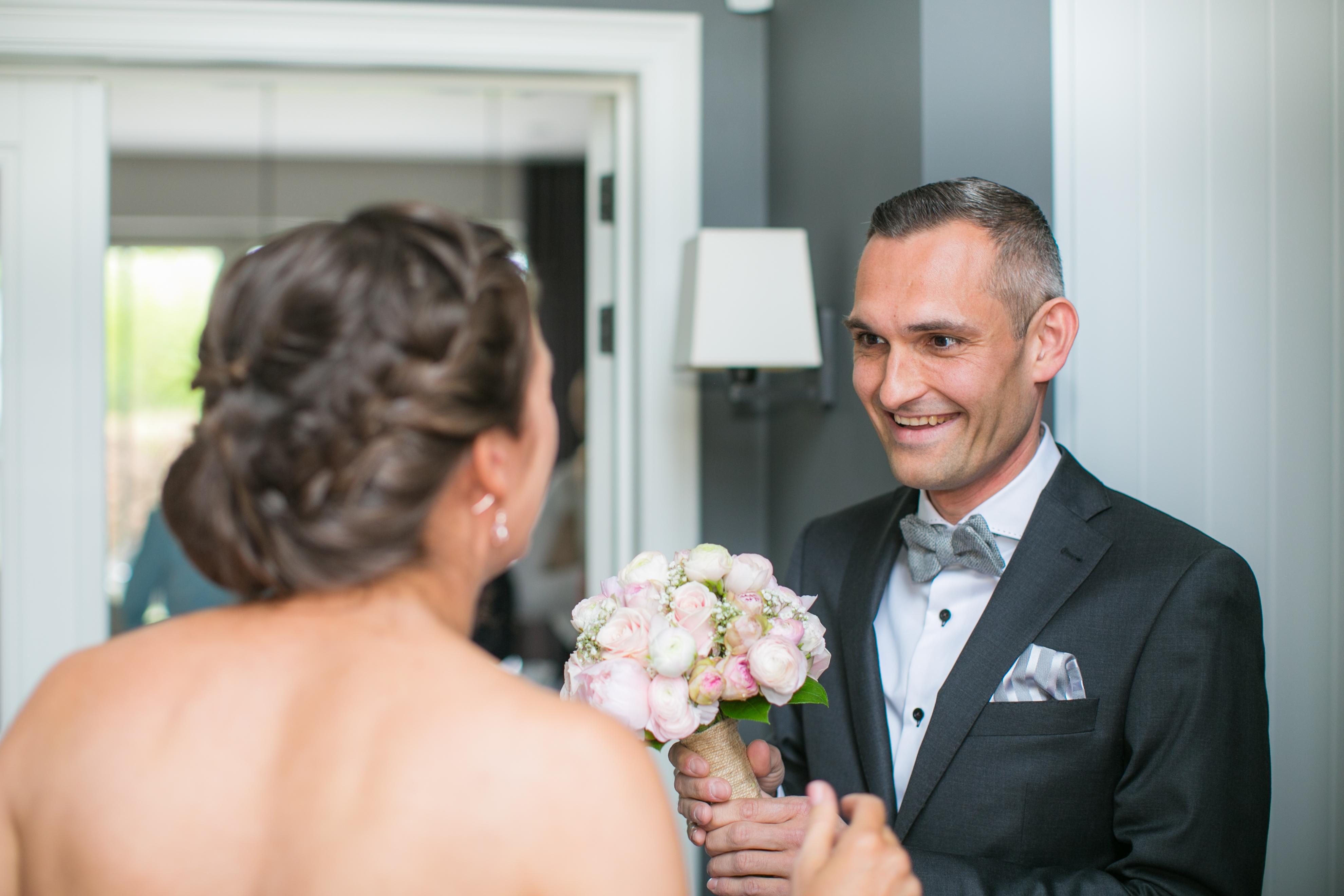 Een huwelijksvideo in combinatie met trouwfoto's