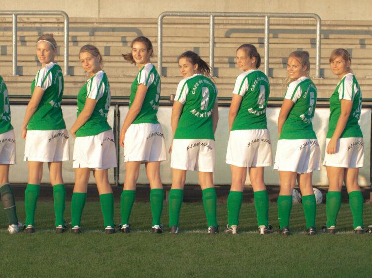 Fotoshoot damesvoetbalploeg Beekhoek
