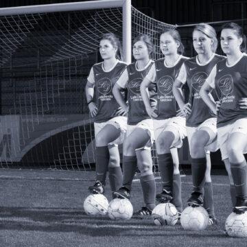 Fotoshoot damesvoetbal - beekhoek uit Geel